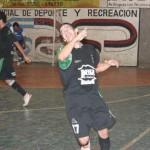 Héctor Ortiz festeja el tercer gol de Yacaré (Foto Solo Futsal)