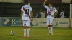 Cristian Barinaga y Leandro Roldán antes del tiro libre del zurdo que se convertirá en el segundo gol de La Franja ante San Jorge (Foto club Guaraní)