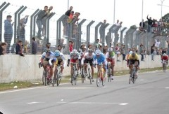 """Nazareno Yeri no embaló en la llegada de la prueba en pelotón de la categoría Master """"A"""" en Junín (Foto La Hora del Ciclismo)"""