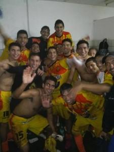 El festejo Colectivero en el vestuario de Mitre tras la victoria sobre Guaraní (Foto club Crucero)