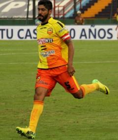 Nicolás Olmedo, el  equilibro en la mitad de la cancha del Colectivero (Foto club Crucero)