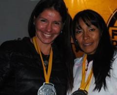 """Destacada. La """"Negra"""" Rolón luego de la competencia y junto a Patricia Alonso, otra de las misioneras que llegó al podio en Catamarca (Foto Primera Edición)"""