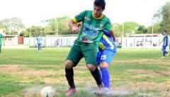 Fernando Sánchez colaboró con la creación de juego en el primer tiempo, cuando se vio lo mejor del local (Foto: Marcelo Rodríguez, El Territorio)