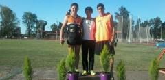 Agustín Da Silva (Menores) se consagró ganador en la prueba de 3000 metros llanos. El representante de la Escuela Municipal de Atletismo aventajó a Ramiro Palomares y a Axel Bustos (Foto Cancha Neutral)