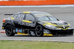 Leonel Pernia (Renault Sport) logró la pole position para la segunda fecha del Campeonato Argentino y Sudamericano de Súper TC2000, que se está disputando en el autódromo Juan Manuel Fangio de la Ciudad de Rosario