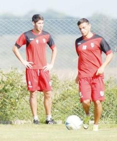 Steffano Domizi y Juan Imbert buscarán formar una buena dupla en el flanco izquierdo de Guaraní (Foto: Sixto Fariña)